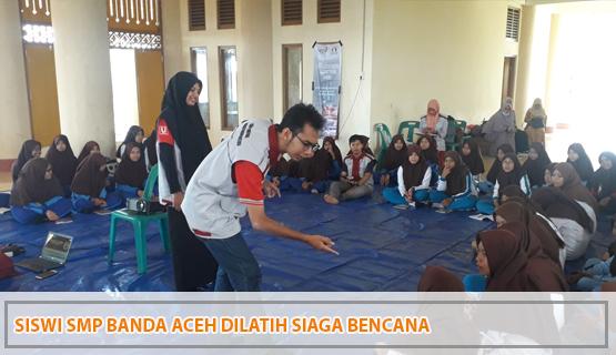 Siswi SMP Banda Aceh Dilatih Siaga Bencana