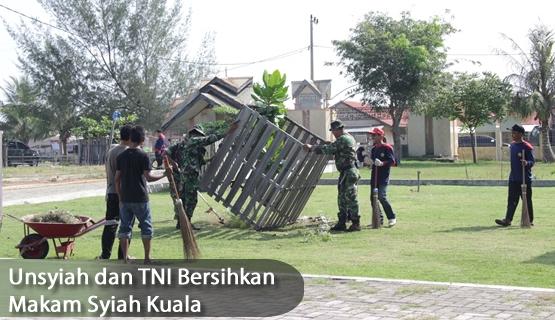 Unsyiah dan TNI Bersihkan Makam Syiah Kuala